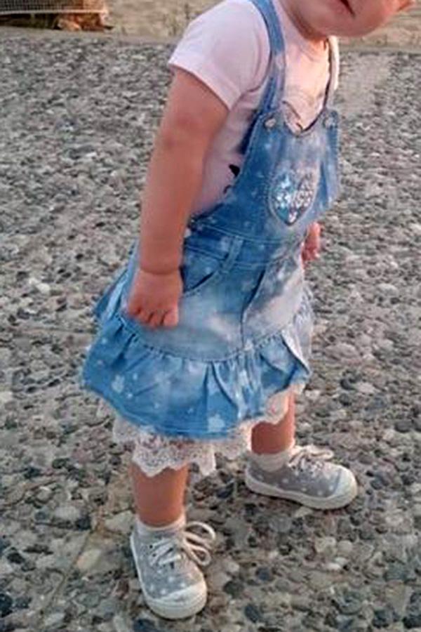 Wichtelfabrik-Kundin Claudia hat sich kurzerhand eine Miniaturausgabe ihrer kleinen Seraina als Wichtel-Püppchen von mir anfertigen lassen, natürlich im Lieblingskleidchen.